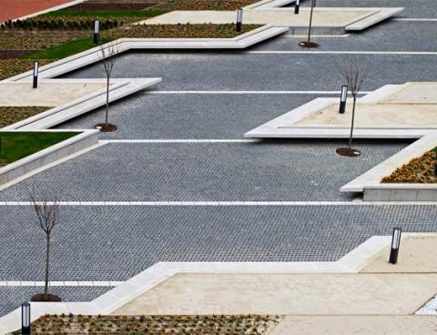 <strong>Construcción de una plaza en Baracaldo, Vizcaya, España</strong><br/>Año 2008