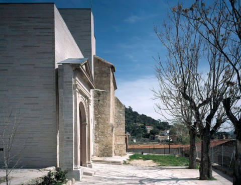 <strong>Extension of San Lorenzo Church in Valdemaqueda, Madrid, Spain</strong><br />Year 2001